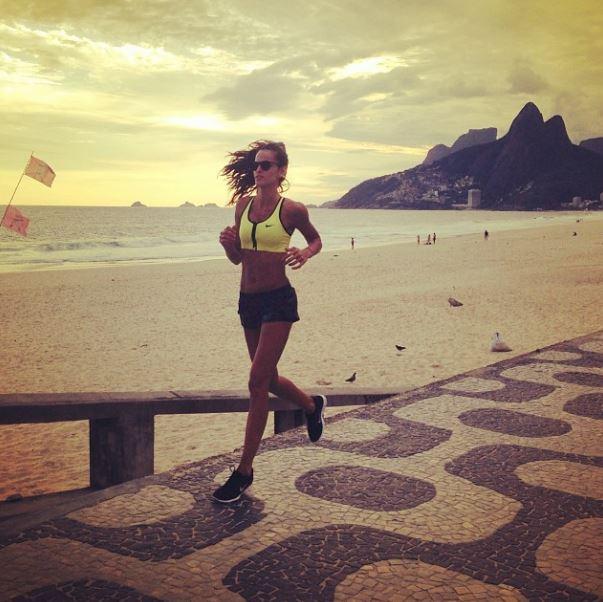 Izabel Goulart course à pied